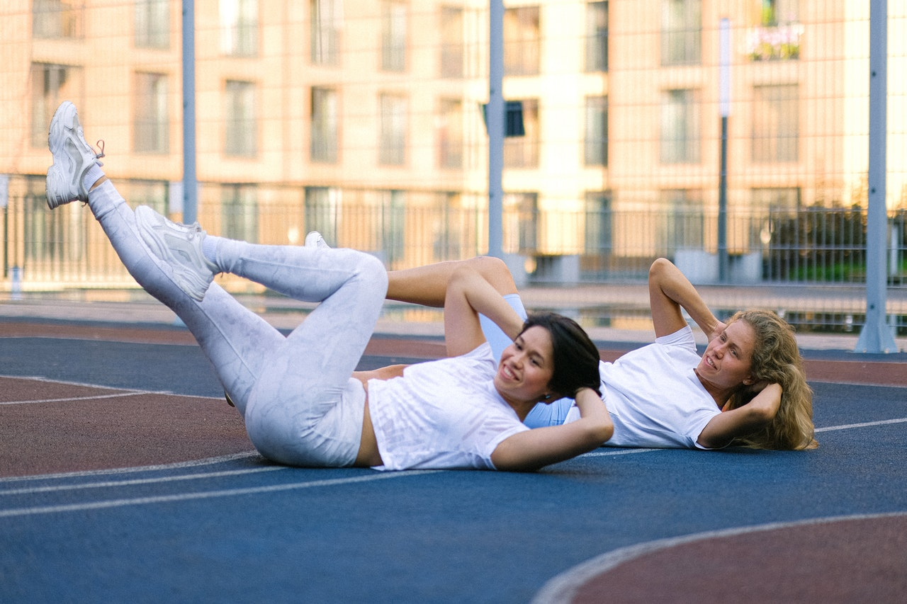 two girls doing crunches