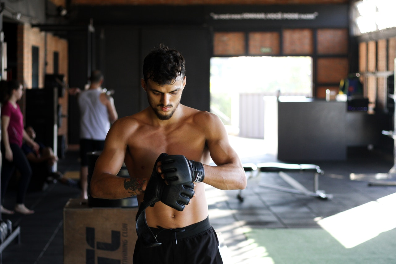 man with strong abs an no belly fat